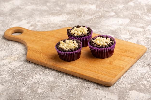 Vooraanzicht van chocolade brownies cupcakes
