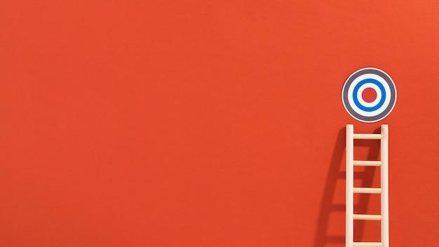 Vooraanzicht van cirkelvormig doel met ladder en exemplaarruimte
