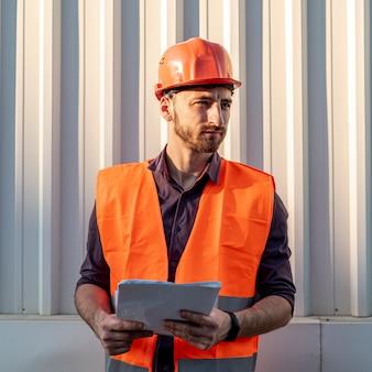 Vooraanzicht van constructor met schema
