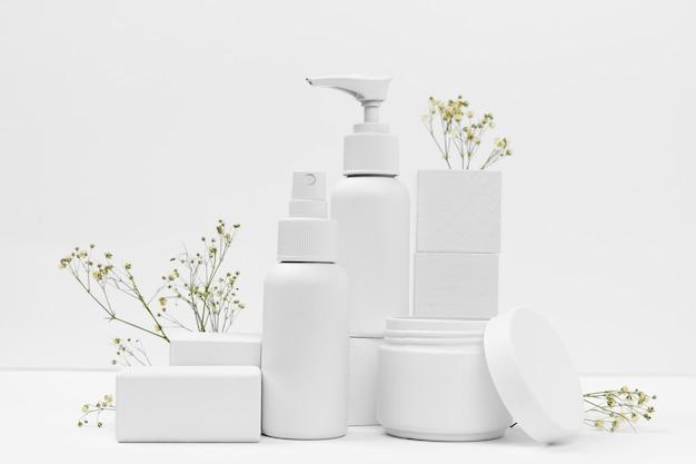 Vooraanzicht van cosmetische producten met kopie ruimte