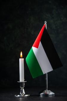 Vooraanzicht van de vlag van palestina op de zwarte