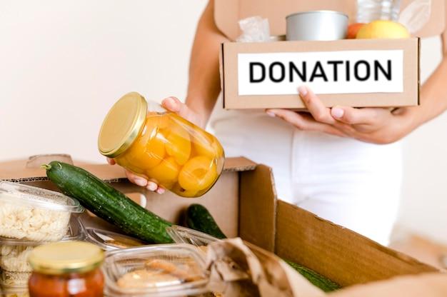 Vooraanzicht van doos met bepalingen voor voedseldag