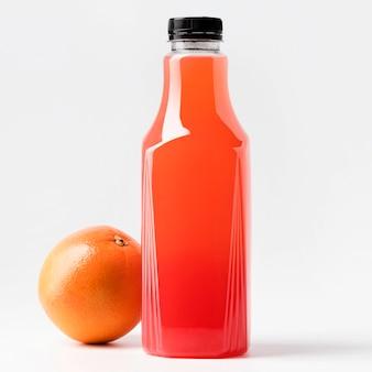 Vooraanzicht van grapefruitsap glazen fles met dop