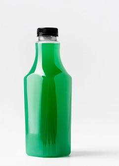 Vooraanzicht van groene sapfles met glb