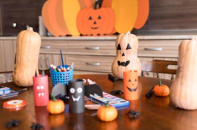 Vooraanzicht van halloween arrangementen concept