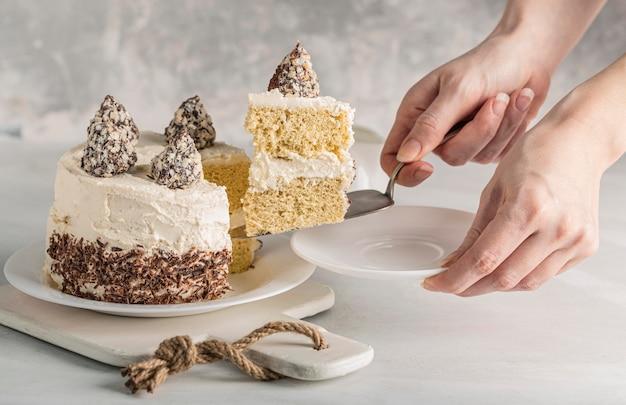 Vooraanzicht van heerlijk cakeconcept