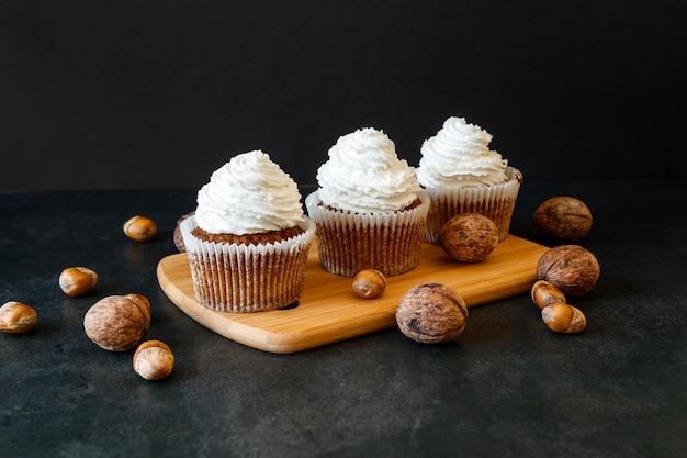Vooraanzicht van heerlijk cupcakesconcept