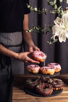 Vooraanzicht van heerlijk donuts-concept