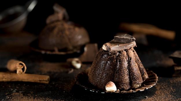Vooraanzicht van heerlijke chocoladetaart