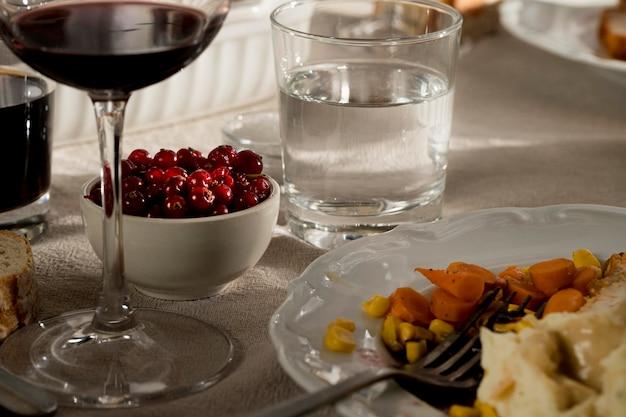 Vooraanzicht van heerlijke thanksgiving maaltijd