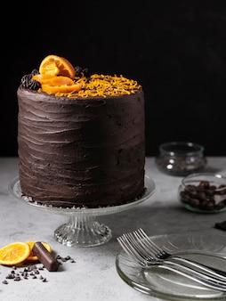 Vooraanzicht van het heerlijke concept van de chocoladetaart