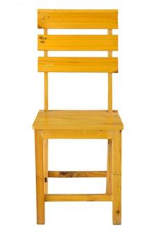 Vooraanzicht van houten stoel dat op wit met het knippen van weg wordt geïsoleerd