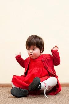 Vooraanzicht van kind met downsyndroom
