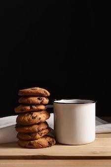 Vooraanzicht van koekjes met thee