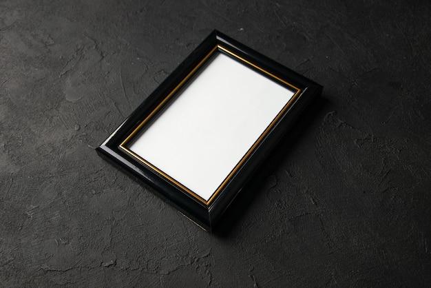 Vooraanzicht van leeg afbeeldingsframe op dark