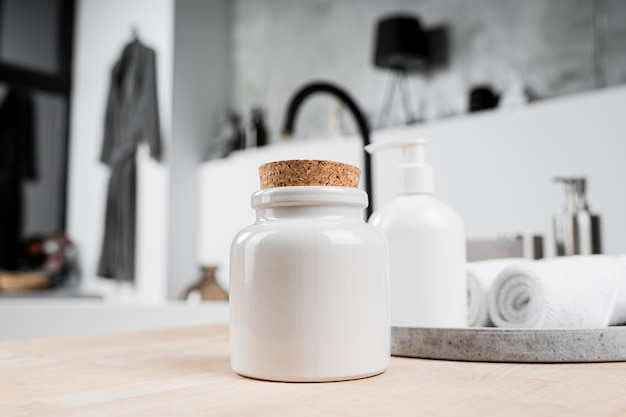 Vooraanzicht van lege cosmetische productcontainer