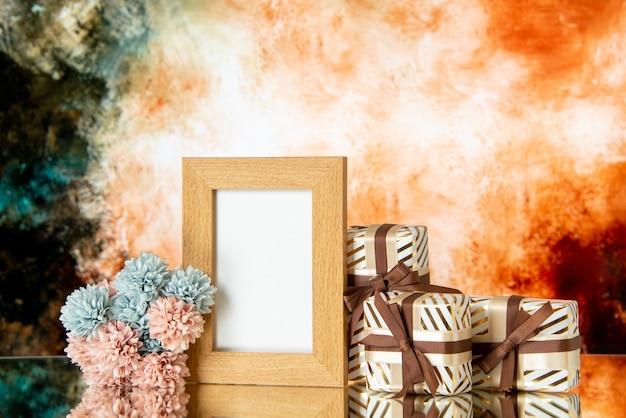Vooraanzicht van lege fotolijst vakantie presenteert bloemen op abstracte achtergrond