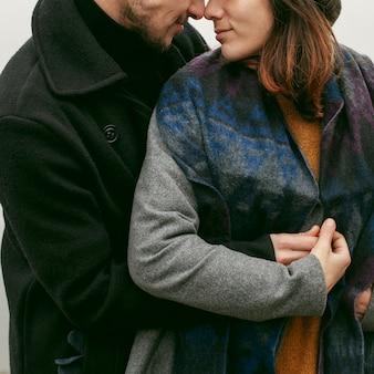 Vooraanzicht van mooi en gelukkig paar