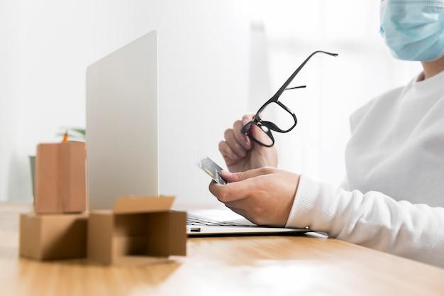 Vooraanzicht van online winkelen concept