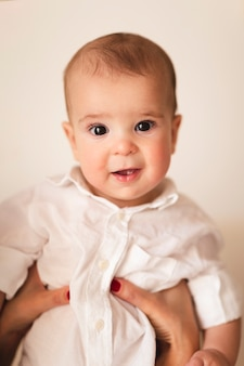 Vooraanzicht van onschuldige baby