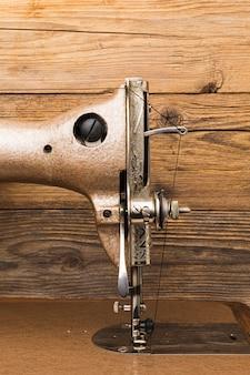 Vooraanzicht van vintage naaimachine