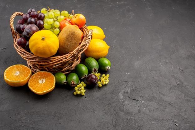 Vooraanzicht verschillende vruchten samenstelling rijp en zacht fruit op donkere achtergrond dieet fruit zacht rijp vers