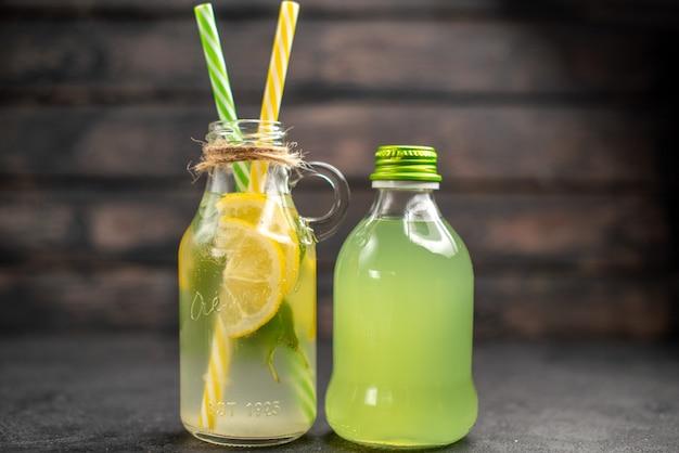 Vooraanzicht verse limonade in flessen
