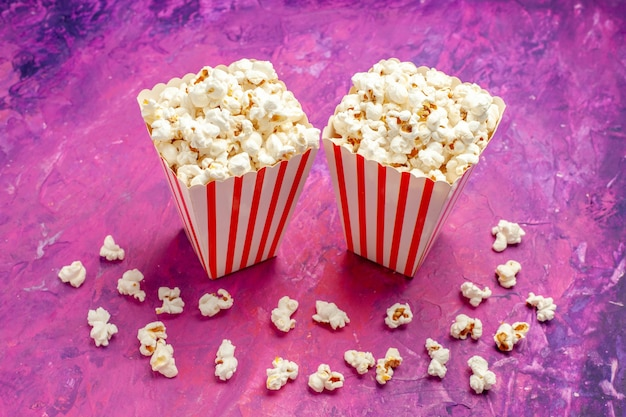 Vooraanzicht verse popcorn op lichtroze tafelkleuren bioscoopfilm