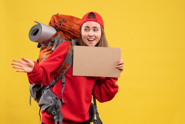 Vooraanzicht vrolijke lifter met leeg karton