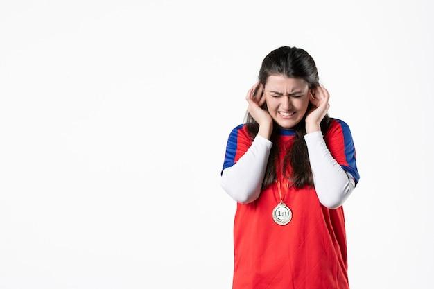 Vooraanzicht vrouwelijke speler met medaille