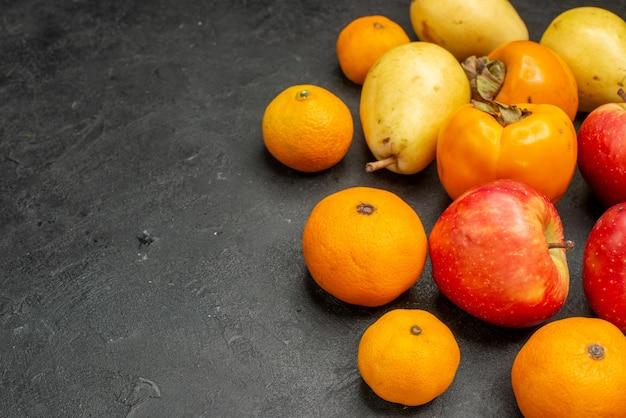 Vooraanzicht vruchten samenstelling peren mandarijnen en appels op een grijze achtergrond smaak fr uit vitamine kleur foto appelboom vrije plaats
