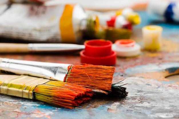 Vooraanzicht vuile penselen