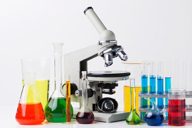Vooraanzicht wetenschappelijke elementen met chemische samenstelling