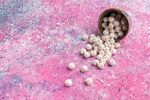 Vooraanzicht witte zoete confitures op het roze oppervlak