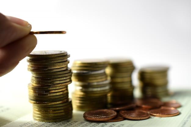Vooraf ingestelde het concept van het besparingsvoorwoord die de stapel groeiende zaken van het geldmuntstuk zetten