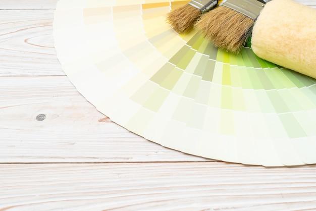 Voorbeeldkleurencatalogus pantone of boek met kleurstalen