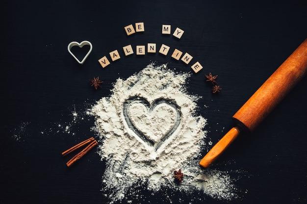 Voorbereiden om zelfgemaakte peperkoek te koken voor valentijnsdag