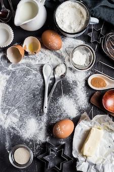 Voorbereiding die keukeningrediënten voor het koken bakken
