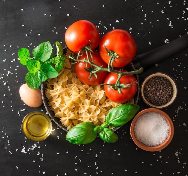 Voorbereiding van een italiaanse pastagerecht