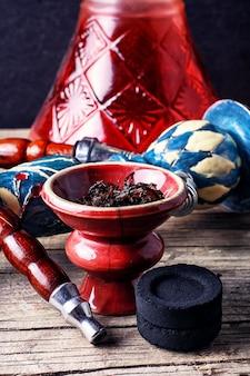 Voorbereiding van hookah roken