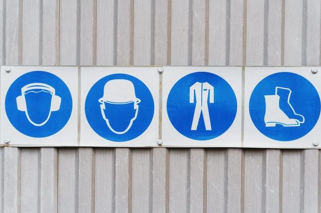 Voorgeschreven veiligheidsborden en posters van persoonlijke beschermingsmiddelen op het werk