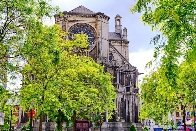 Voorgevel van de kerk van saint catherine in brussel, belgië