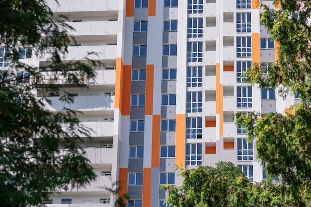 Voorgevel van een modern high-rise huis