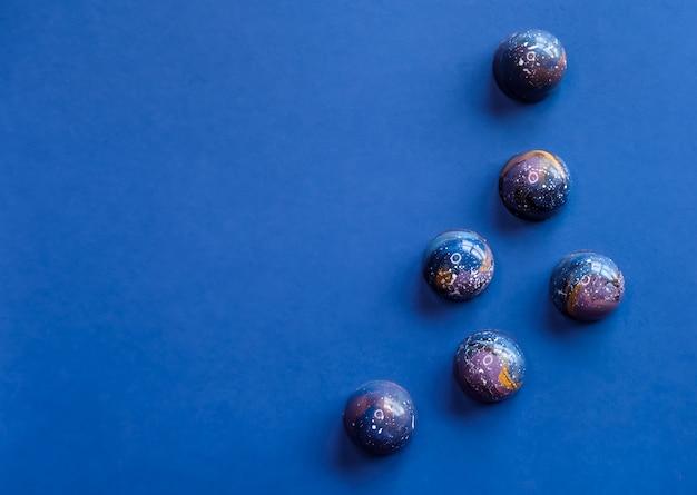 Voorgevormde chocoladepralines.