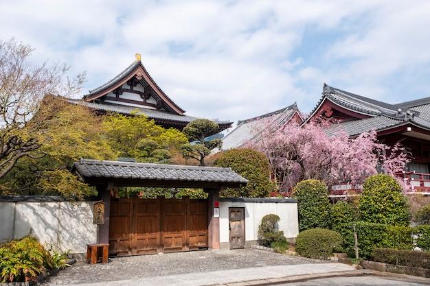 Voorkant van de tempel in japanse stijl