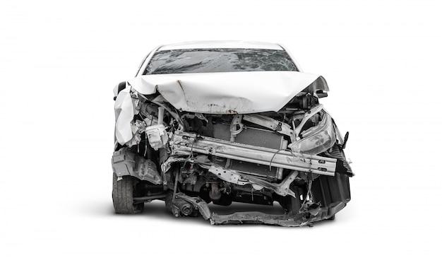 Voorkant van gecrashte auto door een ongeluk