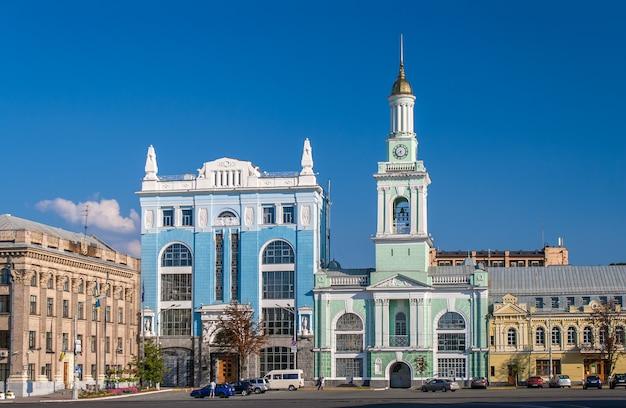 Voormalig grieks klooster op het kontraktova-plein. kiev, oekraïne