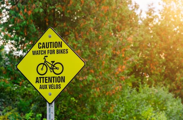 Voorzichtigheidsteken van de fiets in het park