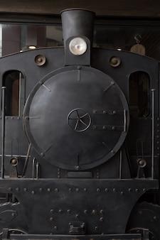 Voorzijde van oude vintage trein
