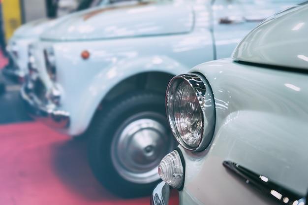 Voorzijde van vintage auto's